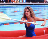 Heather Locklear Learns To Surf In a Bikini Foto 177 (Хизер Локли Learns To Surf в бикини Фото 177)