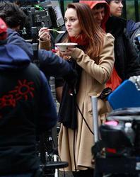 "Nov 30, 2010 - Leighton Meester - On The Set Of ""Gossip Girl"" Th_68244_tduid1721_Forum.anhmjn.com_20101201084723001_122_140lo"