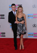 http://img241.imagevenue.com/loc151/th_17102_Luisana_Lopilato_at_2010_American_Music_Awards6_122_151lo.jpg