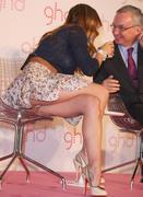 Elsa Pataky Oops la ficelle du string sous la jupe au GHD Pink a Madrid - hot.curul.fr