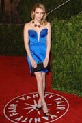 http://img241.imagevenue.com/loc594/th_37908_Emma_Roberts_at_Vanity_Fair_Oscar_Party5_122_594lo.jpg